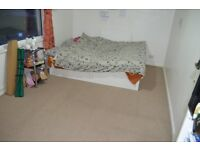 DOUBLE SIZED ROOM TO RENT NEARER TOWN CENTRE £135/WEEK