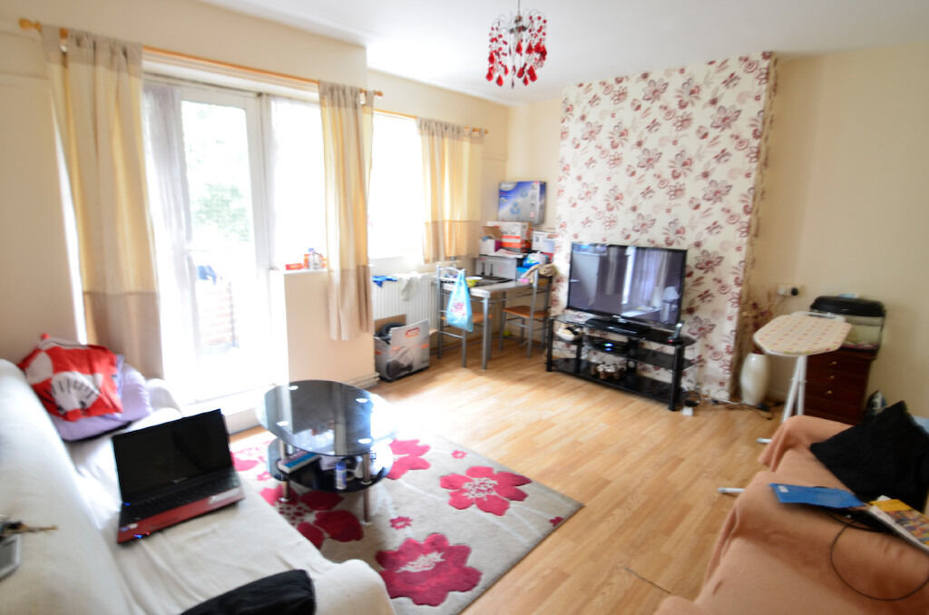 Prime Location! Lovely 4 bed Flat with pvt Balcony in Bow for £2,250p/cm including C.Tax & Water
