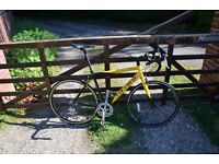 Roadbike for sale, very rarely used