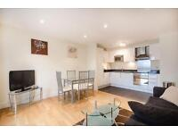 1 bedroom flat in Wharfside Point South, London, E14
