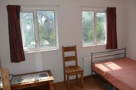 Double Bedroom to Let - VEGETERIANS ONLY - Wembley - All Inclusive - Available
