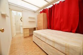 Large double Bedroom with en suite bathroom in fantastic location, E14