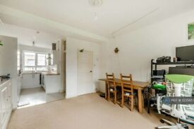 2 bedroom flat in Wiltshire Close, London, SW3 (2 bed) (#1035857)