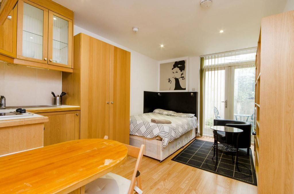 ***Hampstead*** - Bright and Modern Studio Flat