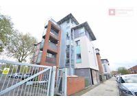 Hackney E5 ---- Amaizing 1 Bed Apartment with Extra Small Room Plus Balcony ---- £335pw --- E5 9PB