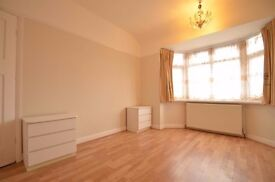 2 BEDROOM FLAT furnished £1250 ALL BILLS INCLUDED ! great location