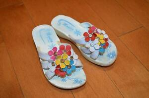 White flip-flops: girl 4 years (size 27 or 10)