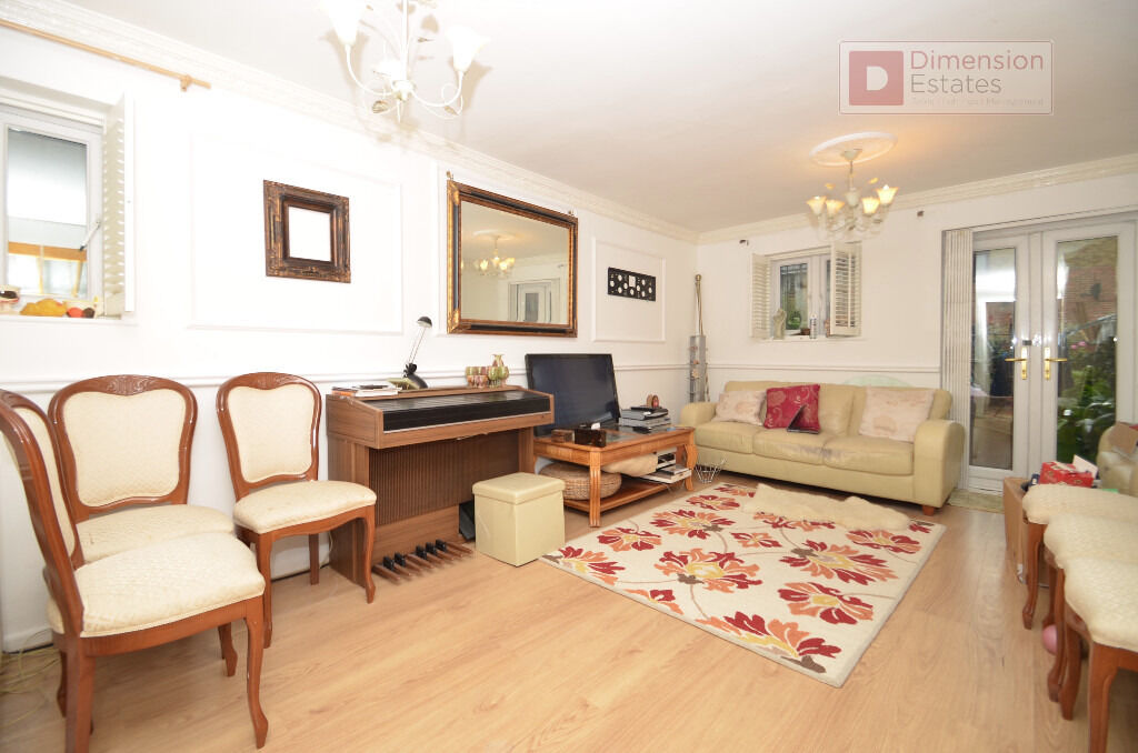 Fantastic 2 Bed Terraced House With Private Garden in Poplar, E14 - View Now!