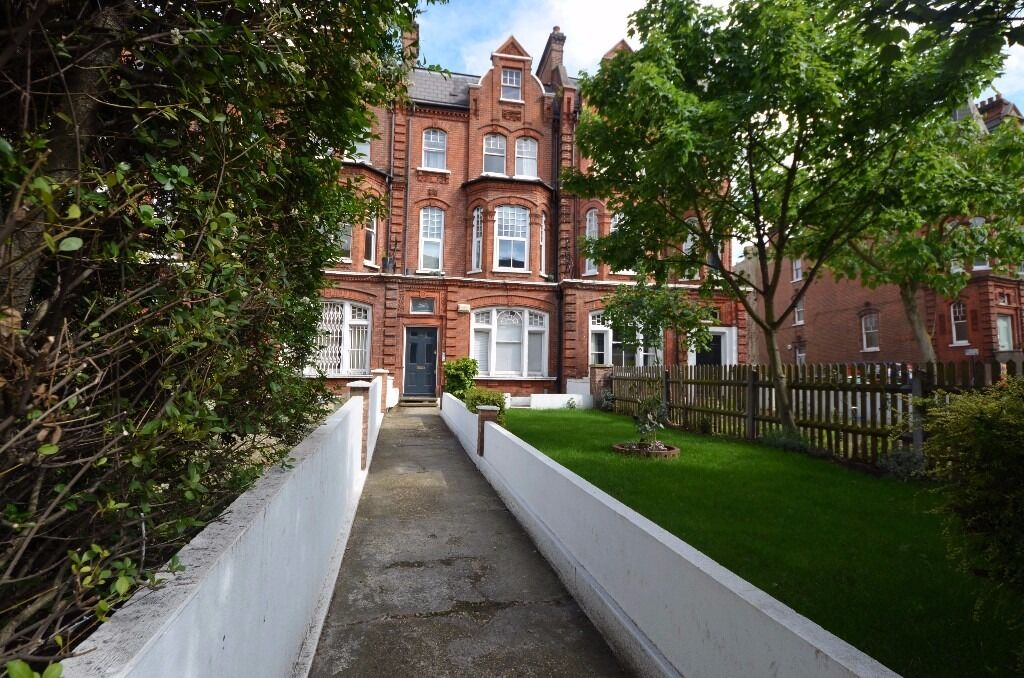 Foster&Edwards present to the rental market this ground floor with garden in Clapham North
