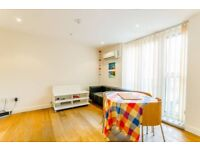 !!! AMAZING FULLY FURNISHED 2 BED FLAT IN GATED DEVELOPMENT IN PERFECT LOCATION !!!