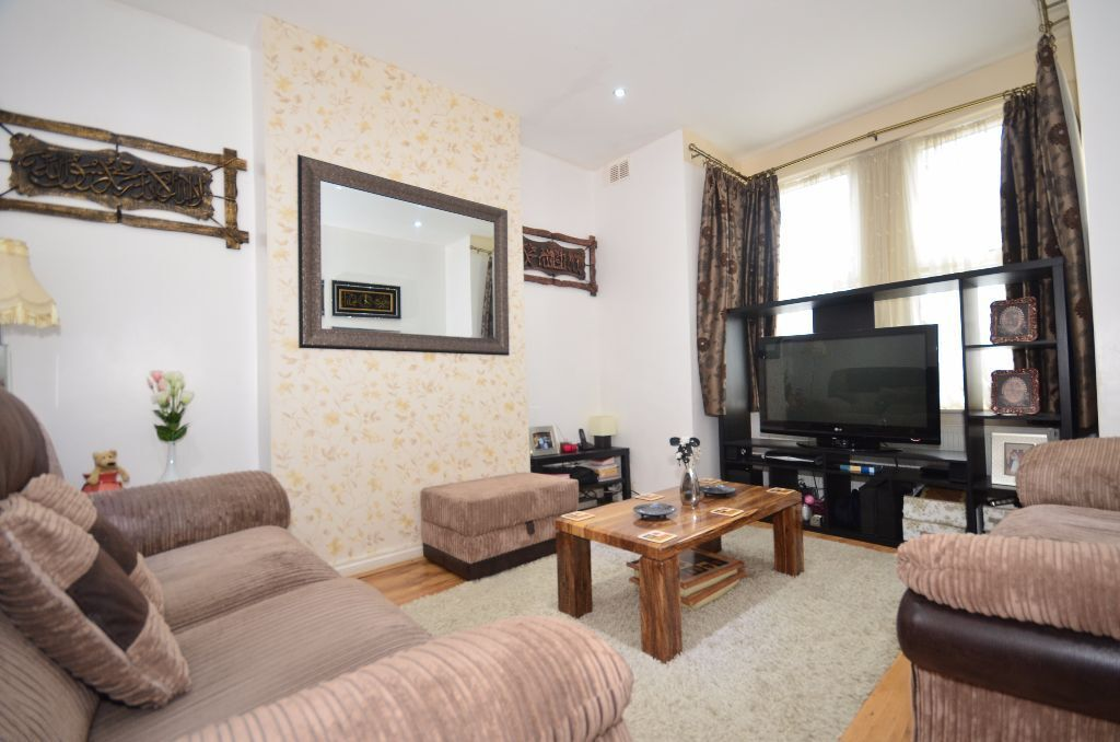 3 BED HOUSE TO RENT IN ILFORD. 2 RECEPTIONS, 3 BEDROOMS, GARDEN! £1650PCM