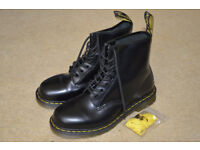 Dr Martens Boots 1460 Black size 7 NEW
