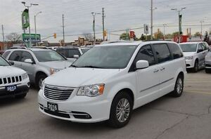 2016 Chrysler Town & Country Touring - DVD  Pwr doors  Bluetooth