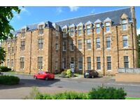 Beautifully presented 2 bedroom flat with en suite (Unfurnished)(White Goods)