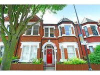 One bed to rent - Split level - Top floor flat - Close to Clapham ( Englewood Road)