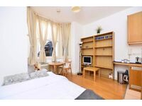 SHORT LET-Lower ground studio flat with open plan kitchen and en-suite shower/WC