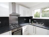 2 bedroom flat in Farm House Court, 81 Bunns Lane, London, NW7