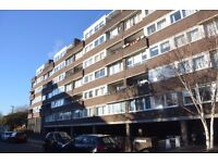 Spacious One Double Bedroom Flat - Hot Water & Heating Included in Price - Brentford Dock