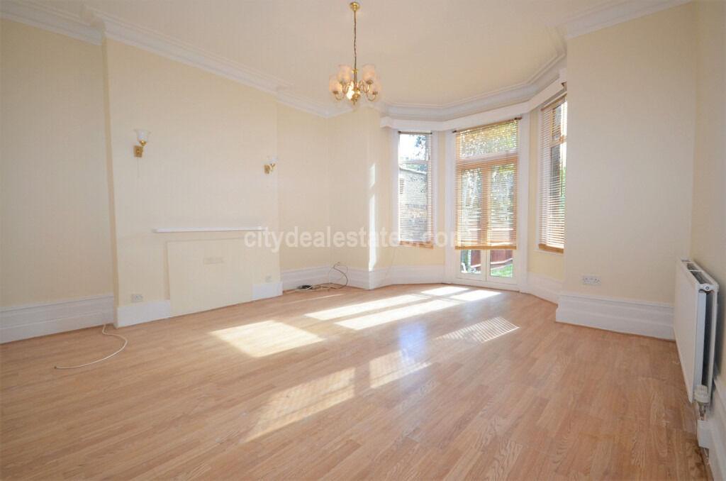 W5: Fantastic spacious FOUR double bedroom ground floor flat
