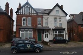 *TWO BEDROOM FLAT*SPACIOUS BEDROOMS*OFF STREET PARKING*PERFECT FOR WORKING PROFESSIONALS*WOODSTOCK**