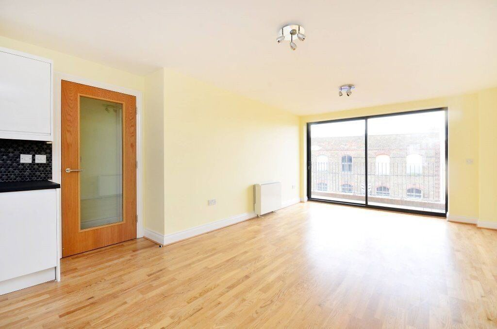 ONE BED FLAT CLOSE TO STATION CALL NOW