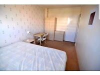 Spacious and Bright Double Room,5 minutes walk from MILE END STATION!!