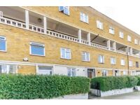 £1700 PCM - MOVE IN IMMEDIATELY - THREE DOUBLE BEDROOMS IN POPLAR EAST INDIA