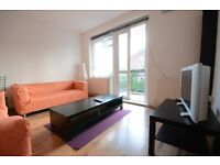 Large 3 bedroom flat moments from Stockwell tube station.