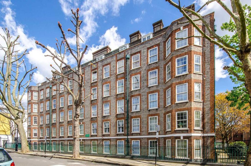 2 bedroom flat in Arlington Road, Camden Town, NW1