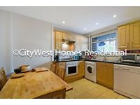 *STUNNIN THREE BEDROOM FLAT*AMPLE LIVING SPACE*LARGE EAT-IN KITCHEN*SOME BILLS NICLUDED*VICTORIA*