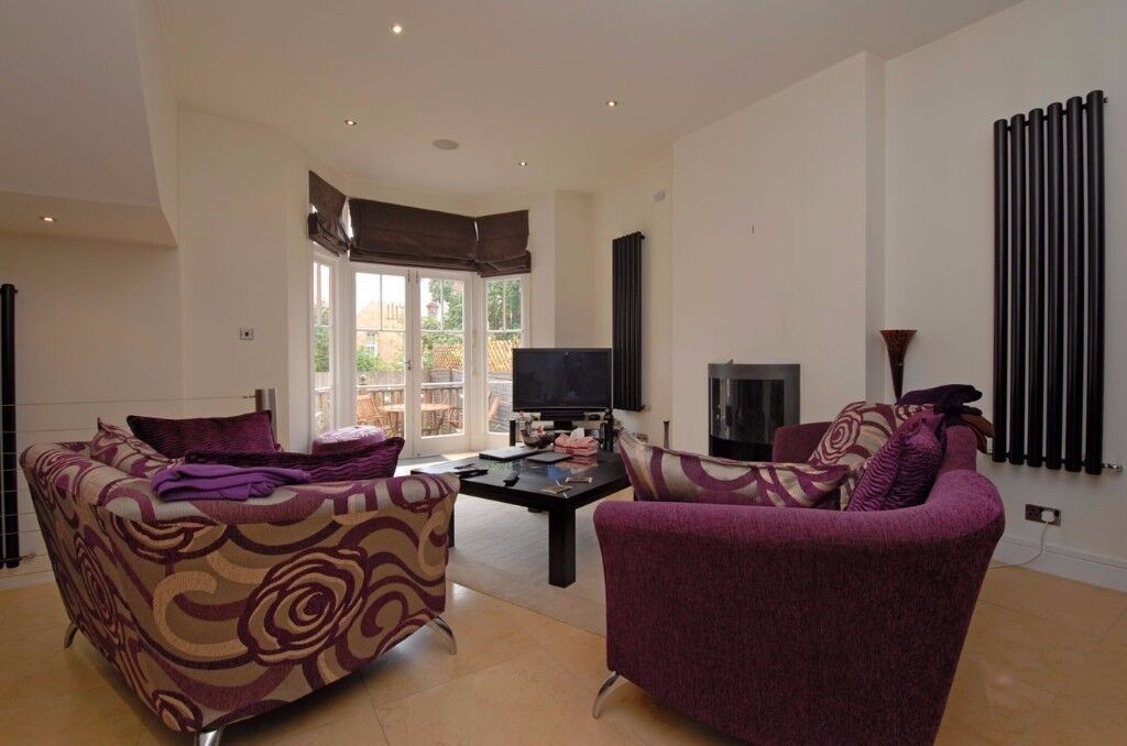An outstanding two double bedroom garden flat to rent in Putney, boasting an abundance of space