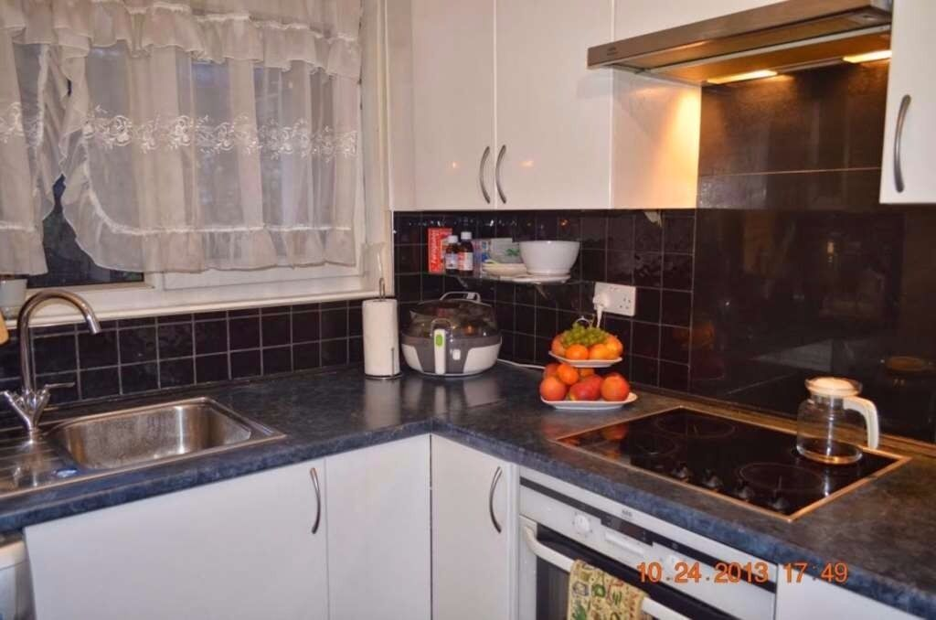 s Lovely Newly Refurbished 2 Double Bedroom Apartment in Near BOW CHURCH STATION.