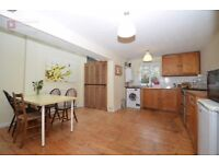 Stoke Newington N16 --- Excellent 3 Bed House With Garden --- N16 0RR --- 576pw --