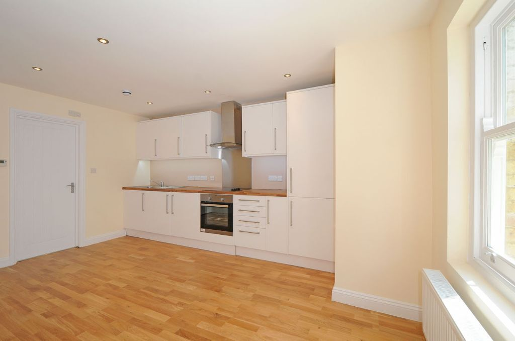EXCEPTIONALLY MODERN ONE DOUBLE BEDROOM FLAT TO RENT ON WOODCHURCH ROAD