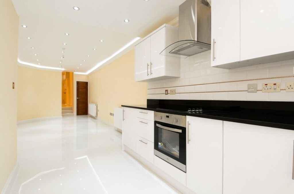 A modern two double bedroom, two bathroom apartment located on Townmead Road, SW6