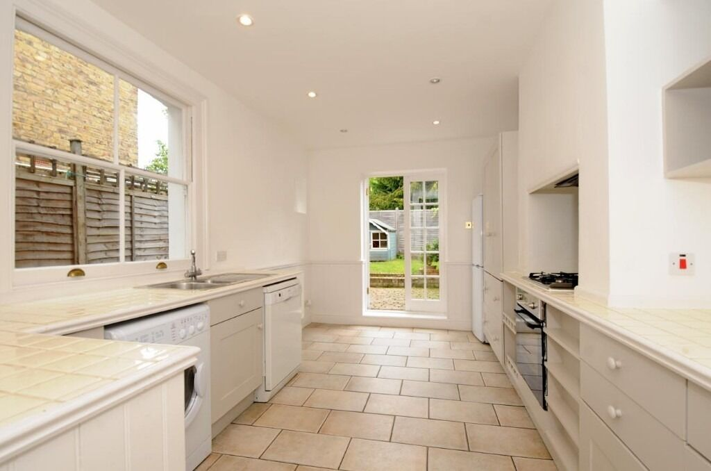 Delightful 3 Bed Victorian House With GardenTo Rent in SW18 Available 16th December £2382pcm