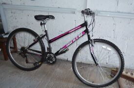 Teenagers girls of womans bicycle in great condition all over