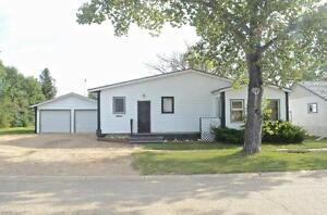 406 3rd Avenue, Avonlea, SK - Huge lot!!
