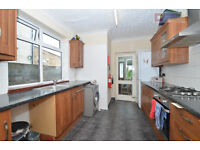 Very Large House with 4 Bedroom 2 Bathroom Study Room Garden in Manor House N4