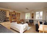 One Double Bedroom Flat, St Peters Close, Wandsworth Common SW17, £1300 Per Month