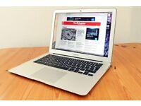 Macbook AIR 2015 13 inch , i5 - 4 GB - 128 GB . Office 2016
