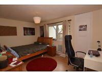 Spacious 3 bedroom apartment on Harrow road, W10 4RL