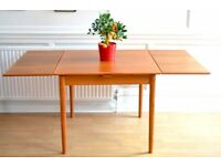 Fantastic Vintage Danish extending teak table. Delivery. Modern / Midcentury Style.