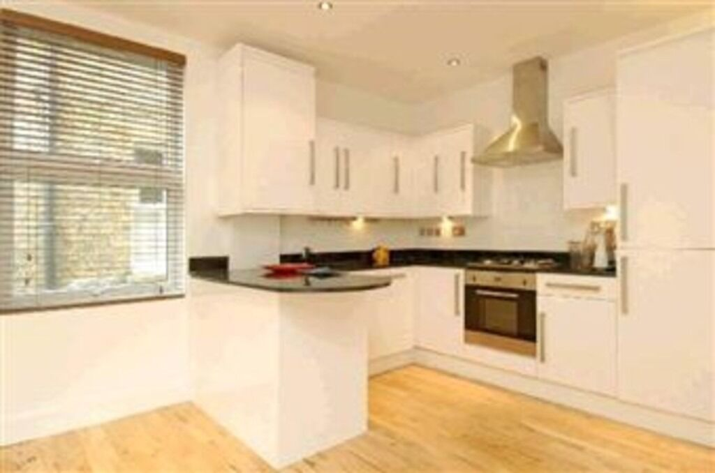 ***BEAUTIFUL TWO DOUBLE BEDROOM MAISONETTE WITH PRIVATE GARDEN*** ***ONE MINUTE TO TUBE AND TRAIN***