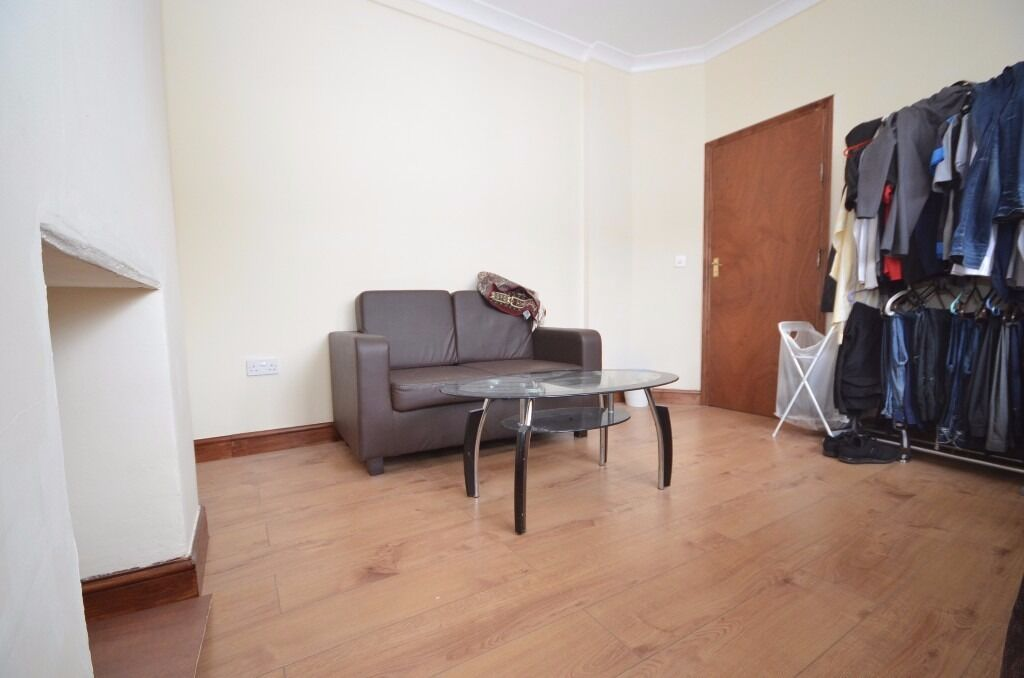 Room to rent in Henley Road, Ilford, IG1