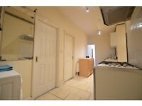 Hackney E5 : Upper Clapton Road : Superb 3 Bed Flat : ALL BILLS INCLUDED : £415 pw -
