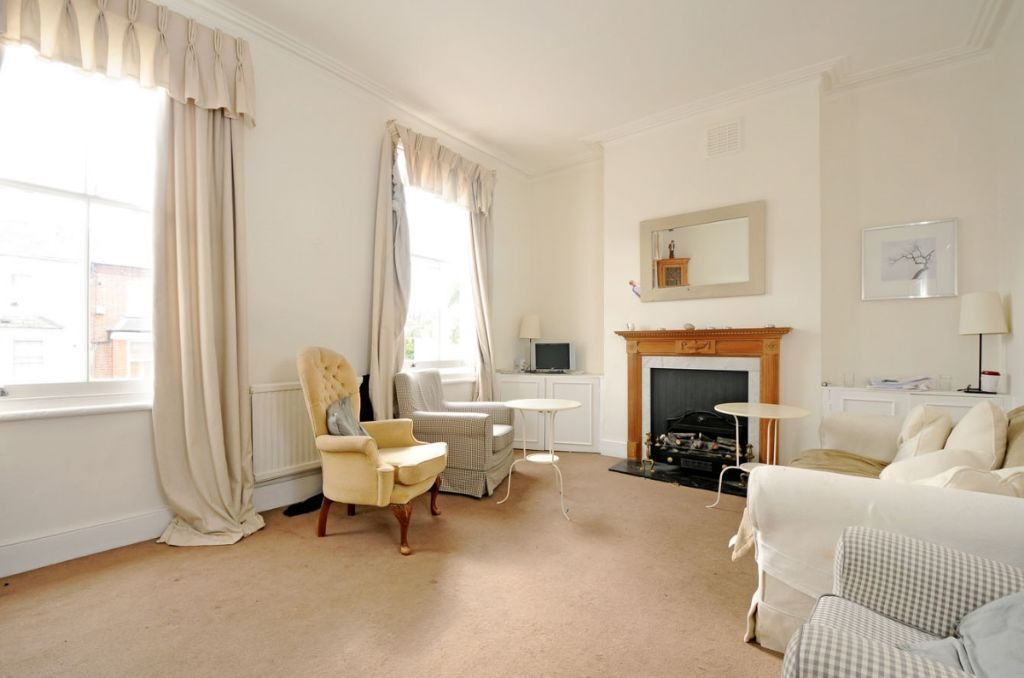 A bright and spacious 3 bed split level period conversion, Harwood Road, SW6. Contact 020 3486 2290.