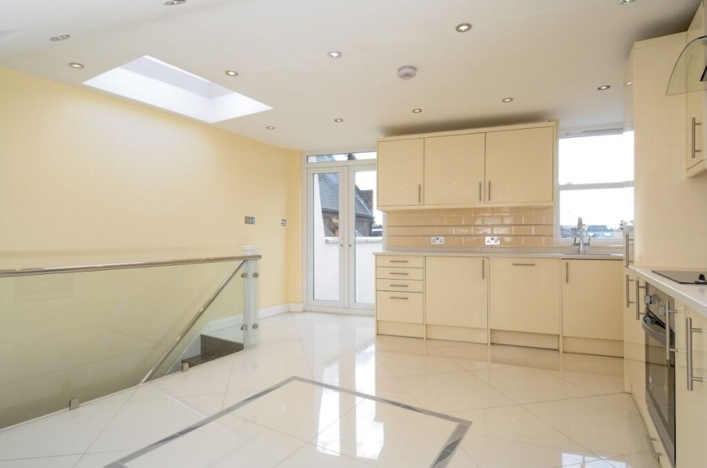 A modern two double bedroom, two bathroom apartment spread over two floors, Townmead Road, SW6