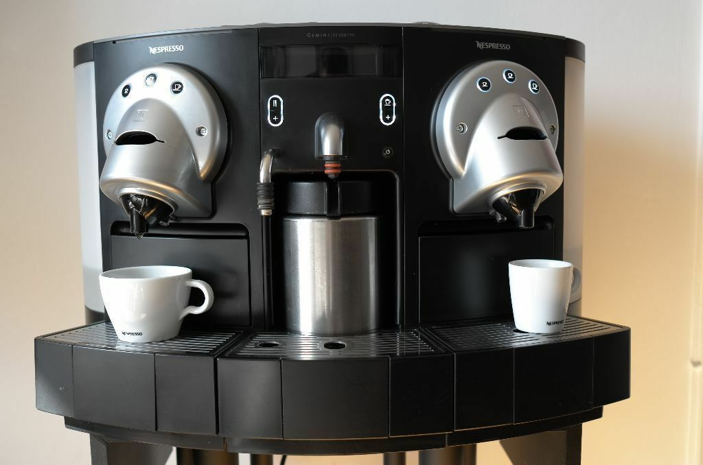 office coffee machines mokafe distributeur automatique de boissons chaudes connected coffee. Black Bedroom Furniture Sets. Home Design Ideas