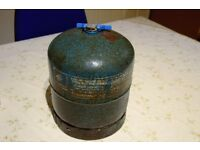 Camping Gas cylinder 907 with screw top handle.